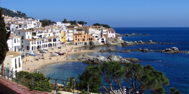 Het strand Calella de Palafrugell in Spanje