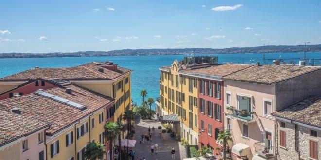 Sirmione aan het Gardameer in Italië