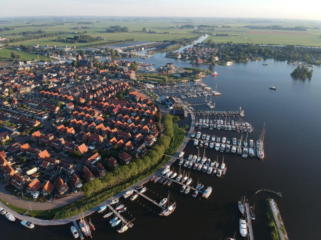 Deze afbeelding heeft een leeg alt-attribuut; de bestandsnaam is Grou-dorpen-Friesland-1024x768.jpg