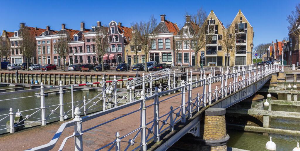 Deze afbeelding heeft een leeg alt-attribuut; de bestandsnaam is Harlingen-dorpen-Friesland-1024x514.jpg