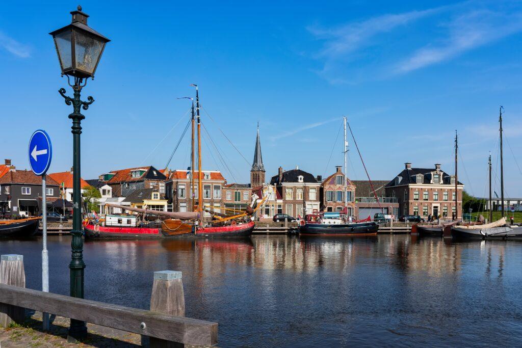 Deze afbeelding heeft een leeg alt-attribuut; de bestandsnaam is Lemmer-dorpen-Friesland-min-1024x683.jpg